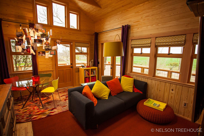 Nelson Treehouse - Twenty-Ton Texas Treehouse seating area