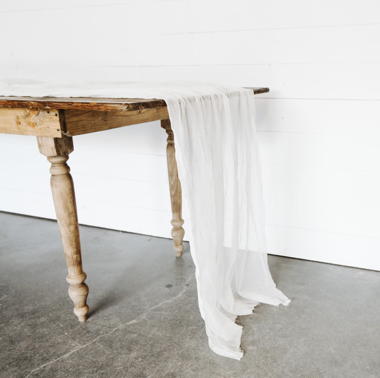 Table Runners (30+ colors)