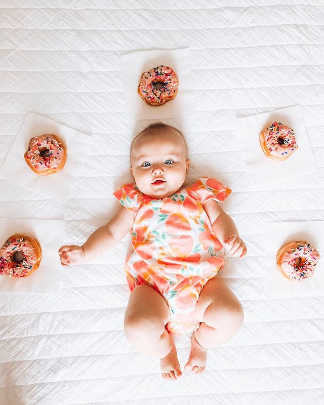 🖐🏻months 🍩 🍩🍩🍩🍩 Finally a whole hand, y'all! Basically, I'm awesome and here's why: Most of the time, I sleep all night which makes mom super happy. Those dark blotches under her eyes are starting to lighten up. I tried my crib yesterday and took a little cat nap, but mom says I'll be sleeping there soon because I'm too big for my bassinet. I weigh 17 pounds and wear 6-12 month clothes. I like to eat, ok? Speaking of eating, mom said I can start tasting other foods now. I'll keep you posted, as dad would say. Ok, gotta run! Sis is crying for these donuts. 👋🏻