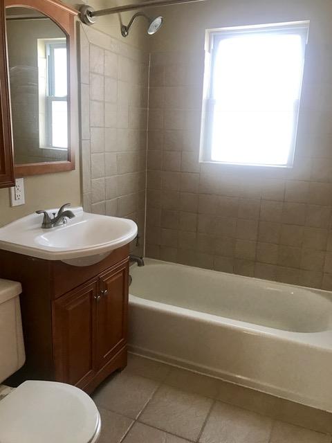 459 Overlook bath.jpg