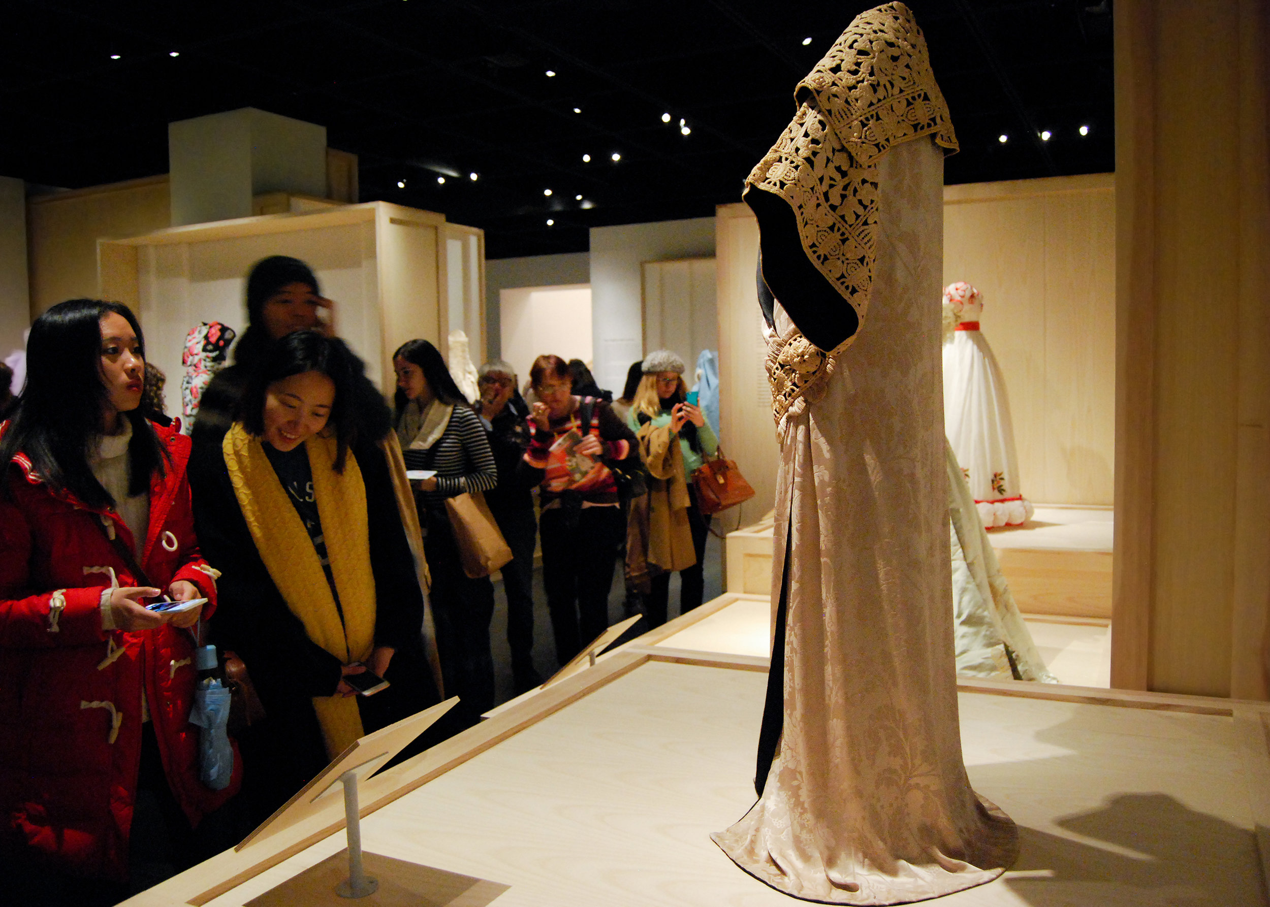 Paul Poiret , Opera Coat, 1911, haute couture. Ivory silk damask with black silk crepe-back satin and ivory silk corded passementerie