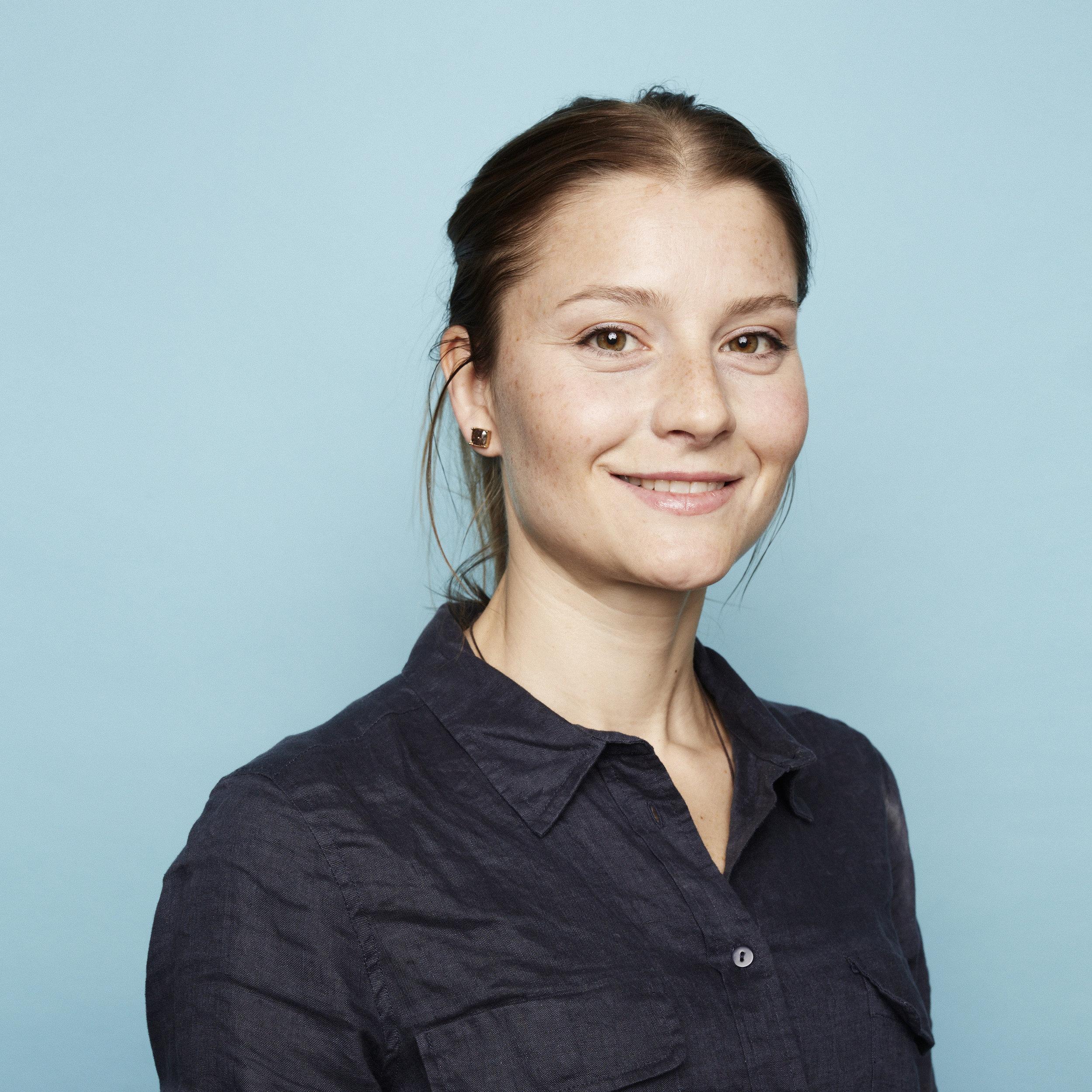 NINA HELENE GJERSØE  Sivilarkitekt / Master i arkitektur  nhg@archus.no  tlf: 458 07 912