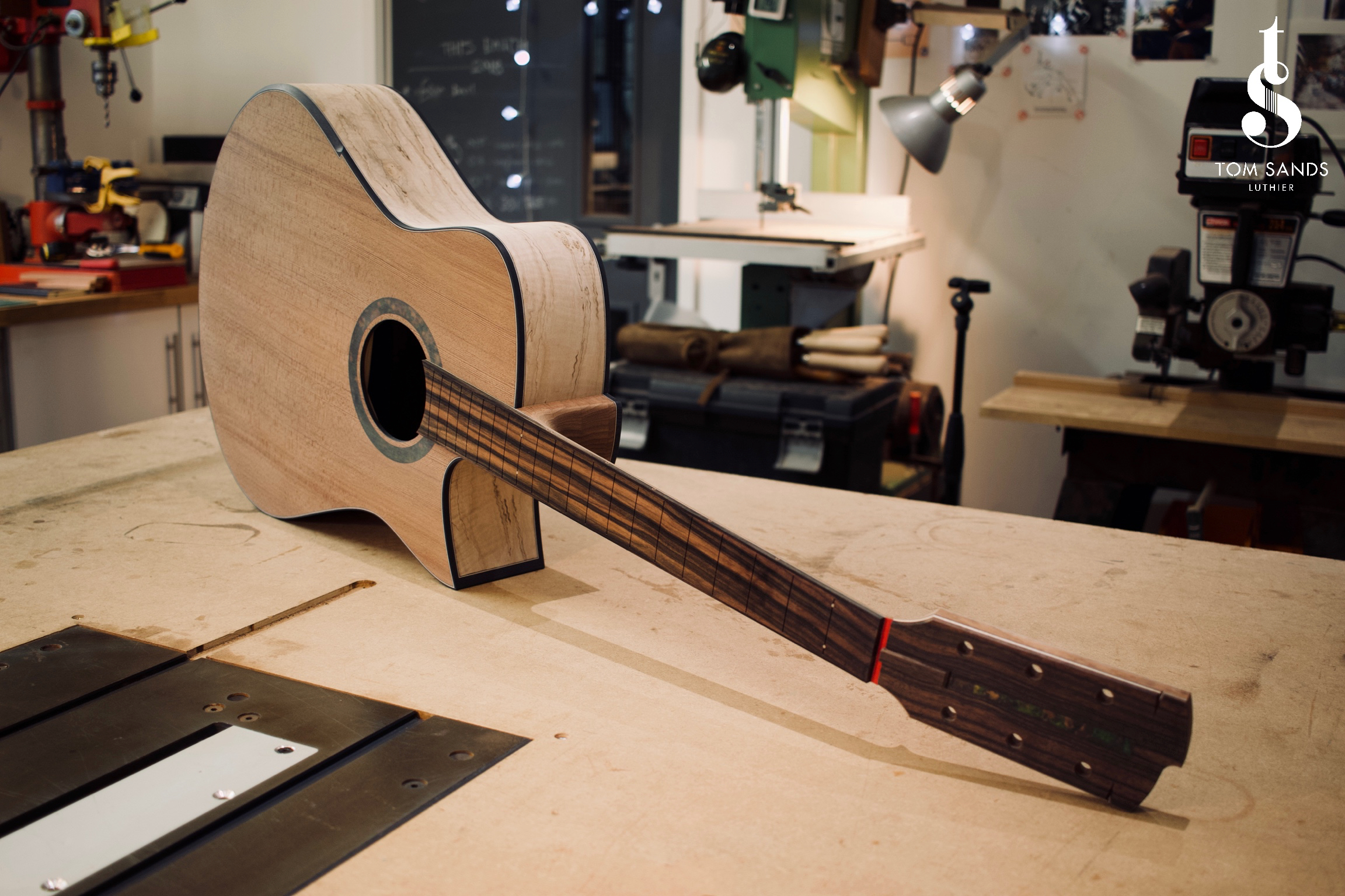 Macassar ebony fingerboard and patinated green ebony rosette. with matching Macassar ebony head plate and patinated green copper headstock inlay.