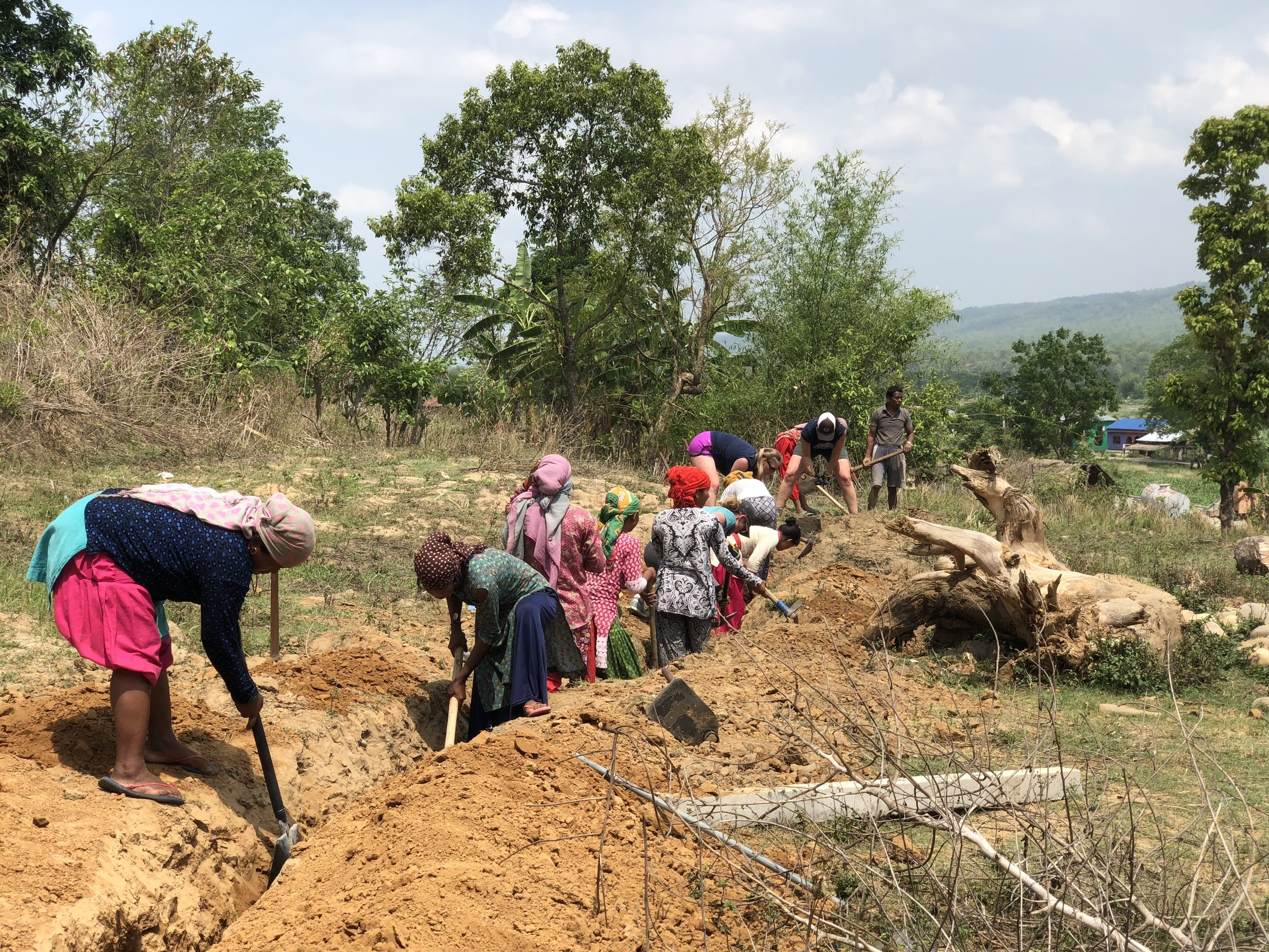 The community of women in Riatole digging pipeline trenches.