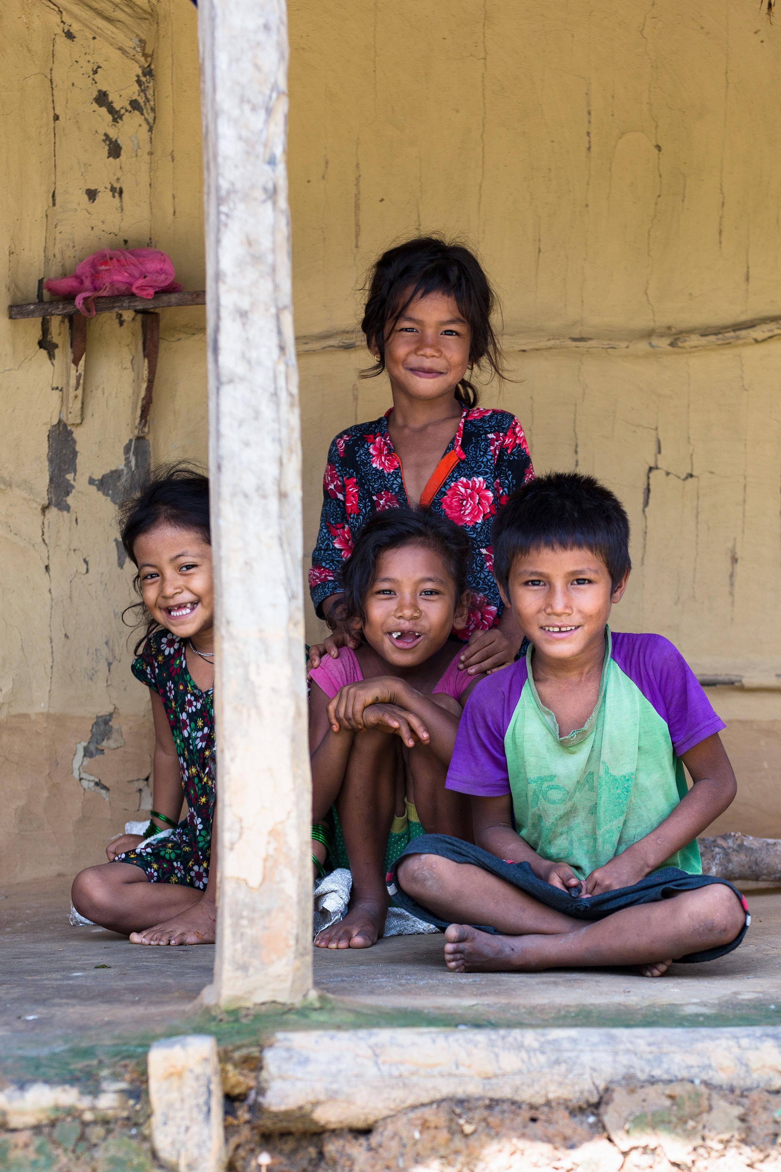 Raitole_Nepal_Kids_On_Porch