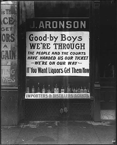 The window shop invites to buy liquor before the Volstead Law takes effect.
