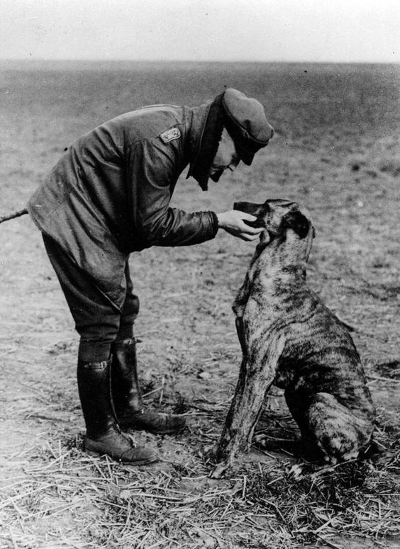 Richthofen and his dog, Moritz.
