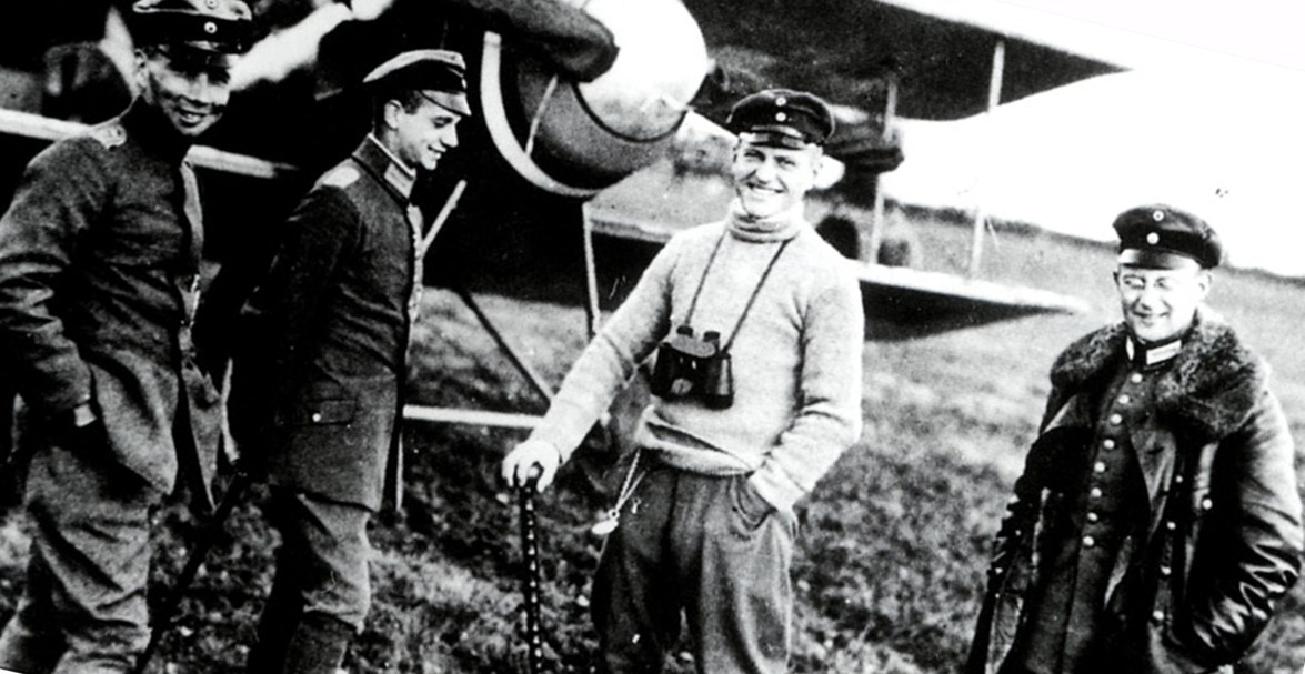 A smiling Red Baron (in the center) with Jasta 11 fellows.
