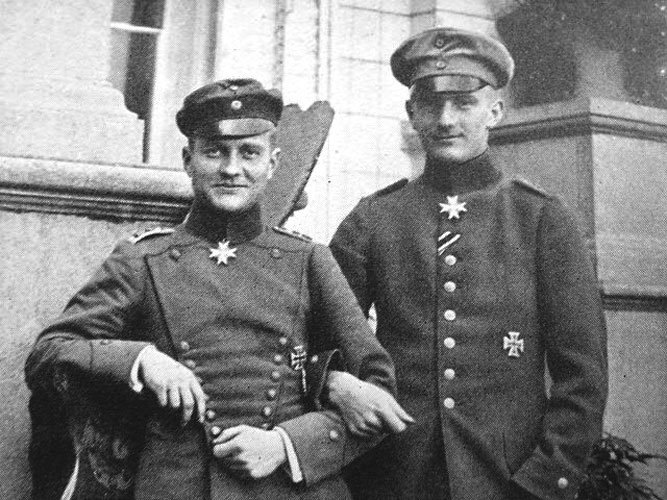 The Red Baron with his younger brother Lothar von Richthofen, also member of the Jasta 11 squad