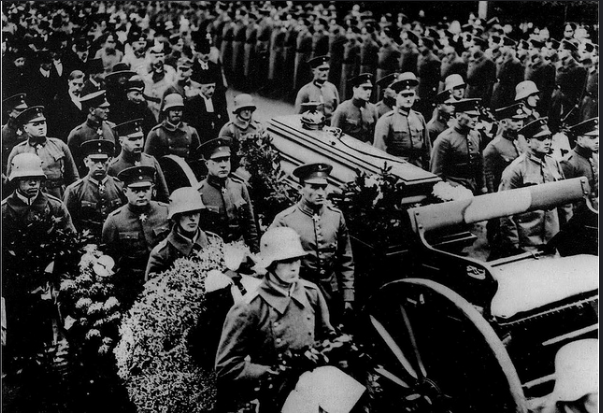 Late State funeral for the  Red Baron  remains . Berlin, 1925