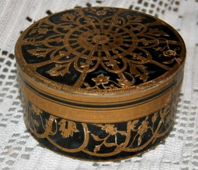 """My great grandmother vintage """"misterious""""box"""