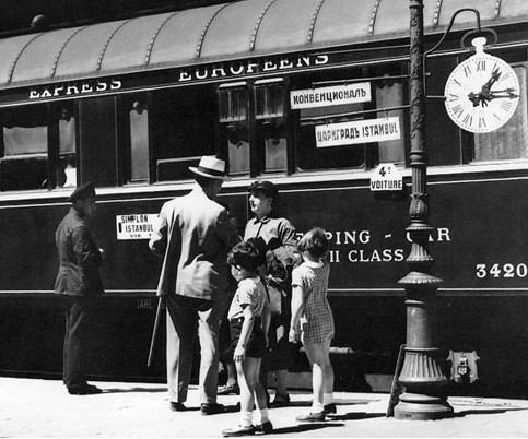 Waiting to get onboard, CIWL archive, 1930