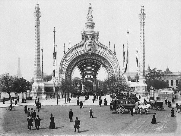 "The  Porte Monumentale  (monumental gate) was located on the Place de la Concorde, at the Eastern entrance of the Fair. At the top of the gate stood a statue called ""la Parisienne"". 1900"