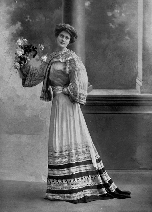 Jeanne Paquin. Afternoon dress by Paquin. Reutlinger, Les Modes May 1902.