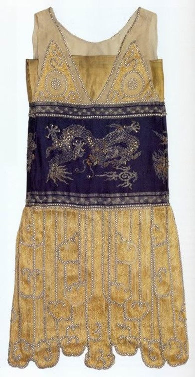Paquin Oriental inspired famous Chimère flapper dress constructed from delicate chiffon and French silk. It depicted twisting dragons or chemras with sparkling eyes. Mme Paquin also decorated skirts with elaborate designs of cloud-like motifs resembling those found on Chinese robes. It was loved by the flappers dancing Charleston, 1925