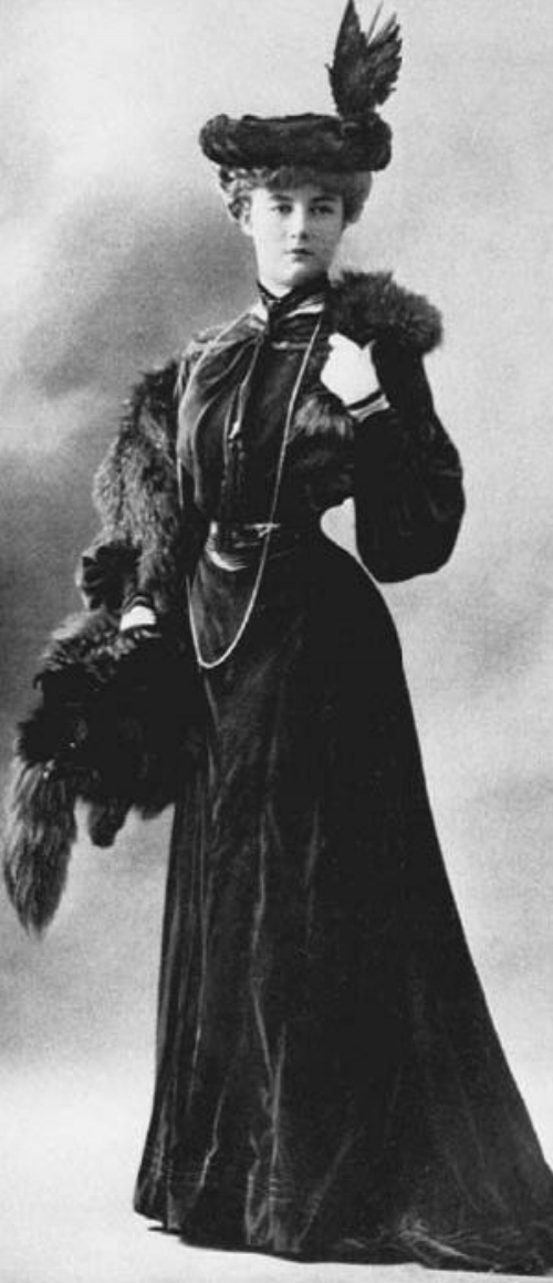 Jeanne Paquin, the stylist-model, ca. 1900