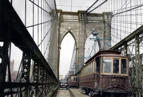 Trolley cars on Brooklyn Bridge, 1913
