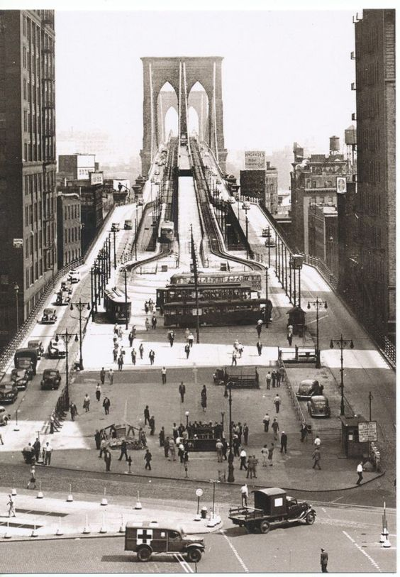 Brooklyn Bridge, 1945