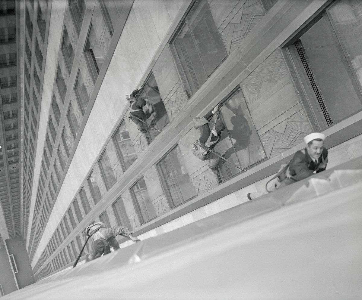 These window washers cleaning up the Empire State Building  in a precarious hundreds feets of heights, 1932