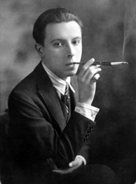 A young Erté at the beginning of his career (1892 – 1990)