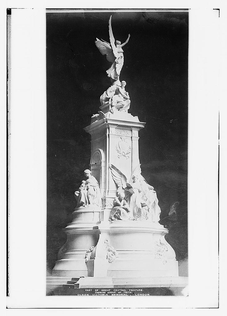 Part of great central feature. Showing group of truth. Queen Victoria Memorial, London, between ca. 1910 and ca. 1915 (The George Grantham Bain Collection - Library of Congress archive)