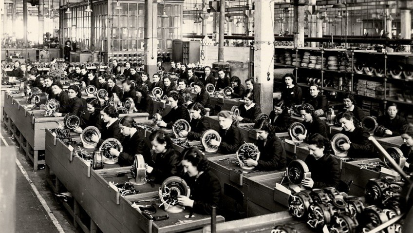 Female workers at Ercole Marelli, 1940s