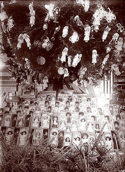 Dolls' Christmas display in 1910s