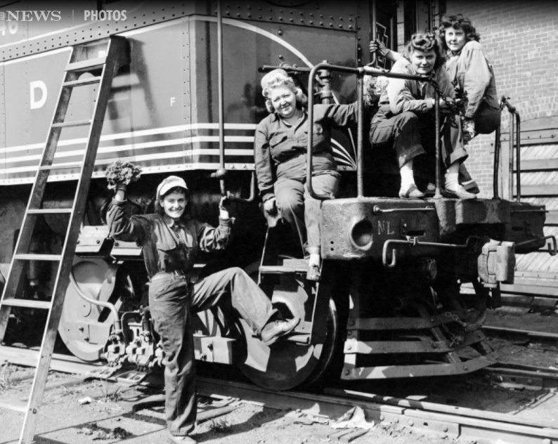 Female railroad workers, 1942 (picture by Daily News)