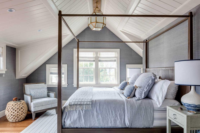 cape cod bedroom, bedroom, master bedroom, four poster bed, blue bedding, wallpaper, texture, ottoman, bedroom pendant light
