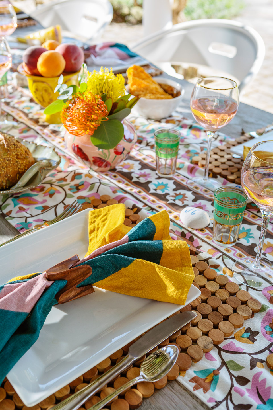 outdoor dining, al fresco dining, tablescape, table decor, table setting