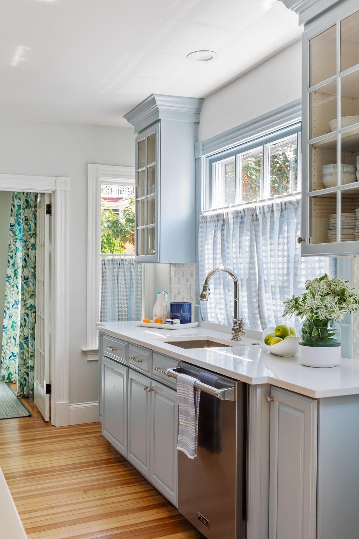 Newport, Rhode Island, Beach House, beach house decor, interior design, interior designer, dining room, dining room decor, kitchen ideas, blue kitchen cabinets