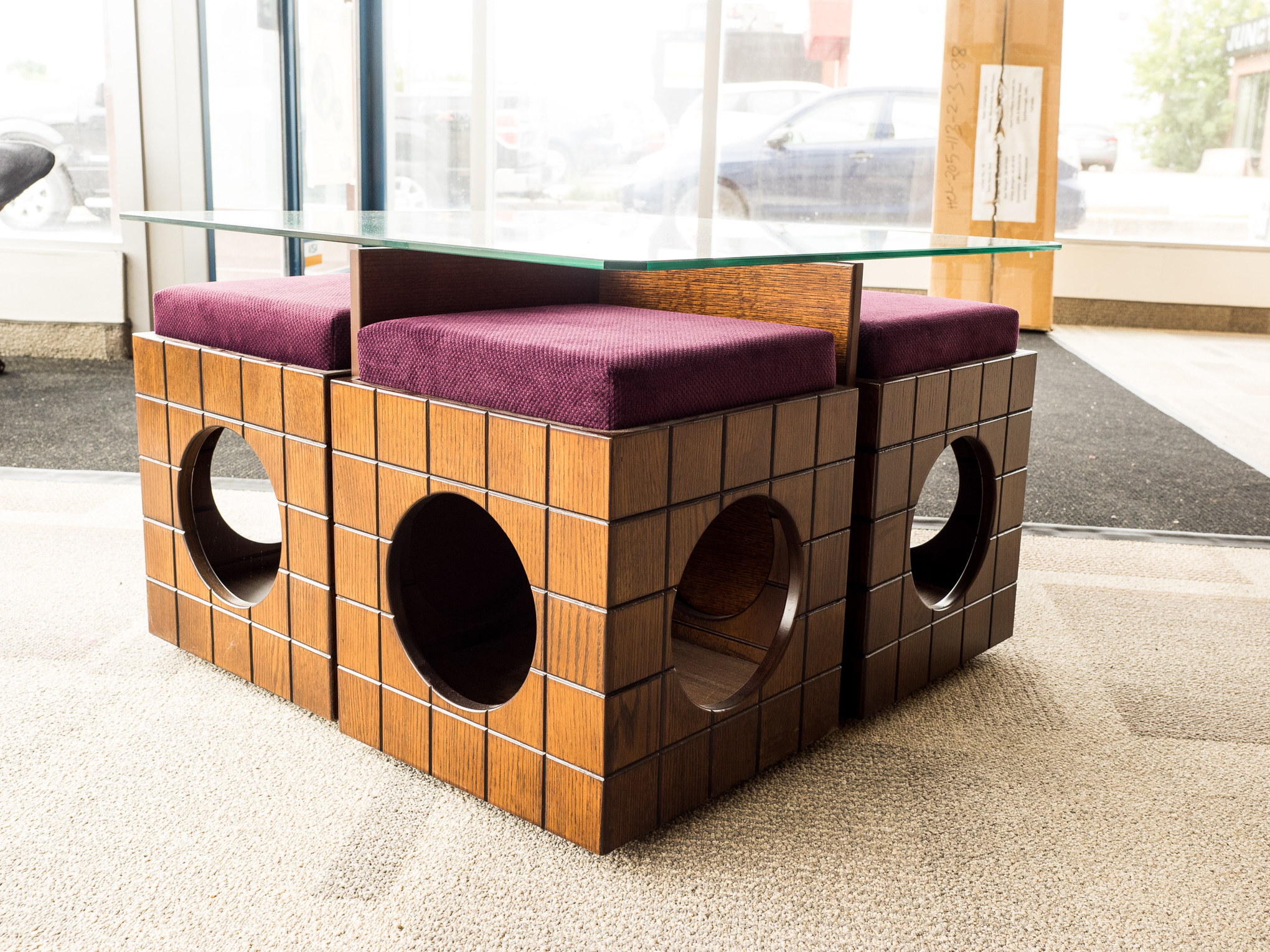Model: 101-2-1-77. Coffee table with circle pattern.