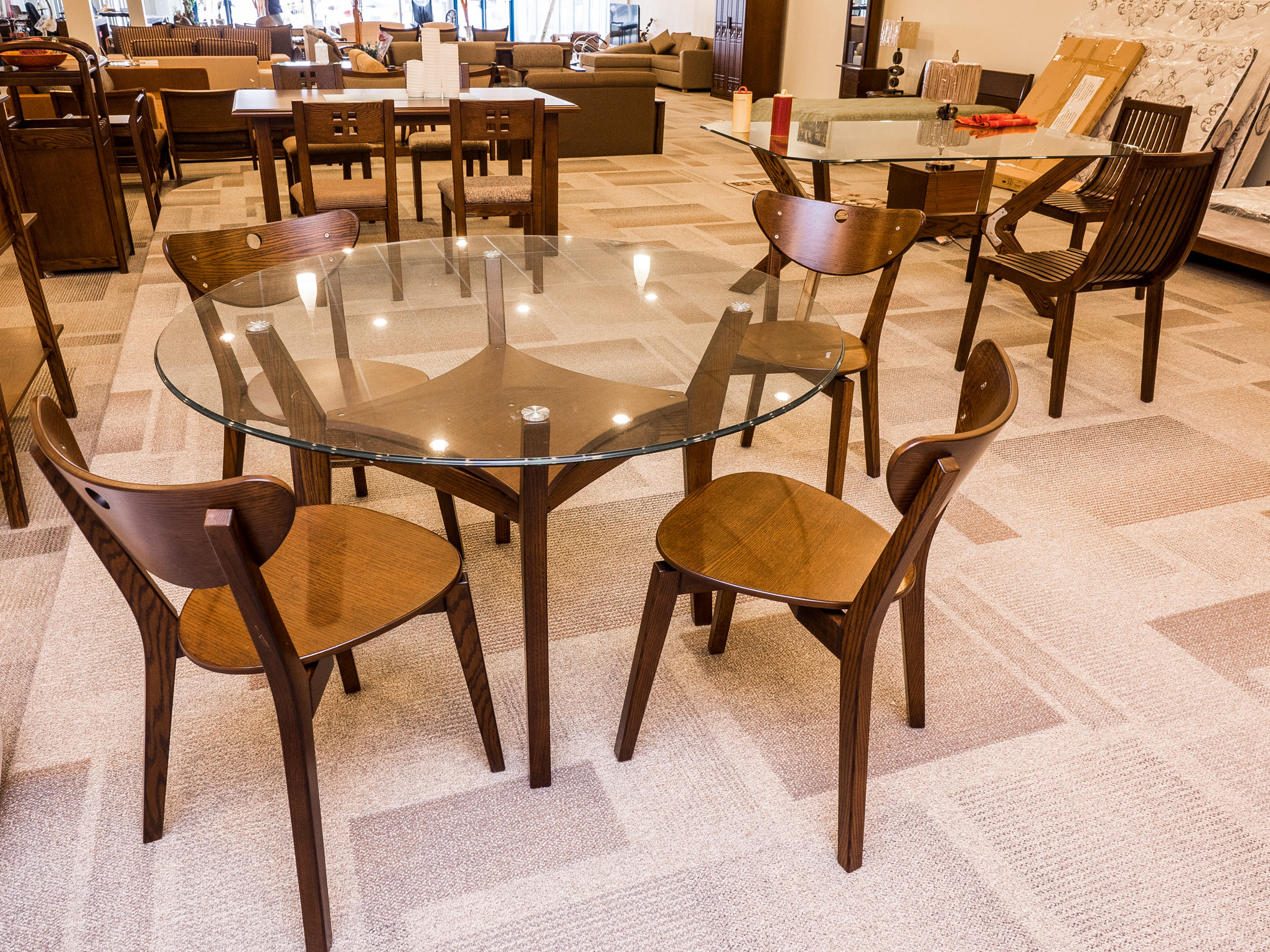 Model: 170-2-1-77. Round glass table with 4 chair