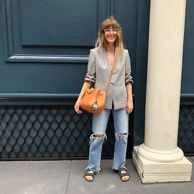 @manrepeller's Deputy Editor rocking the @linjerco Tulip Bag 💁🏼♀️#TGIF #linjerco #fashionPR #repost