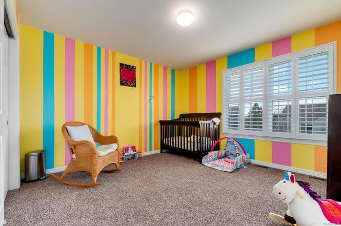 This is a…special room? I appreciate the time and dedication those stripes took. The movers called this room the 'peep room' because it has all of the colors of marshmallow peeps. It needs paint.