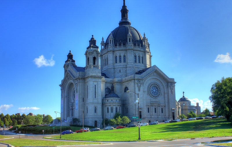 minnesota-large-cathedral-building_800.jpg