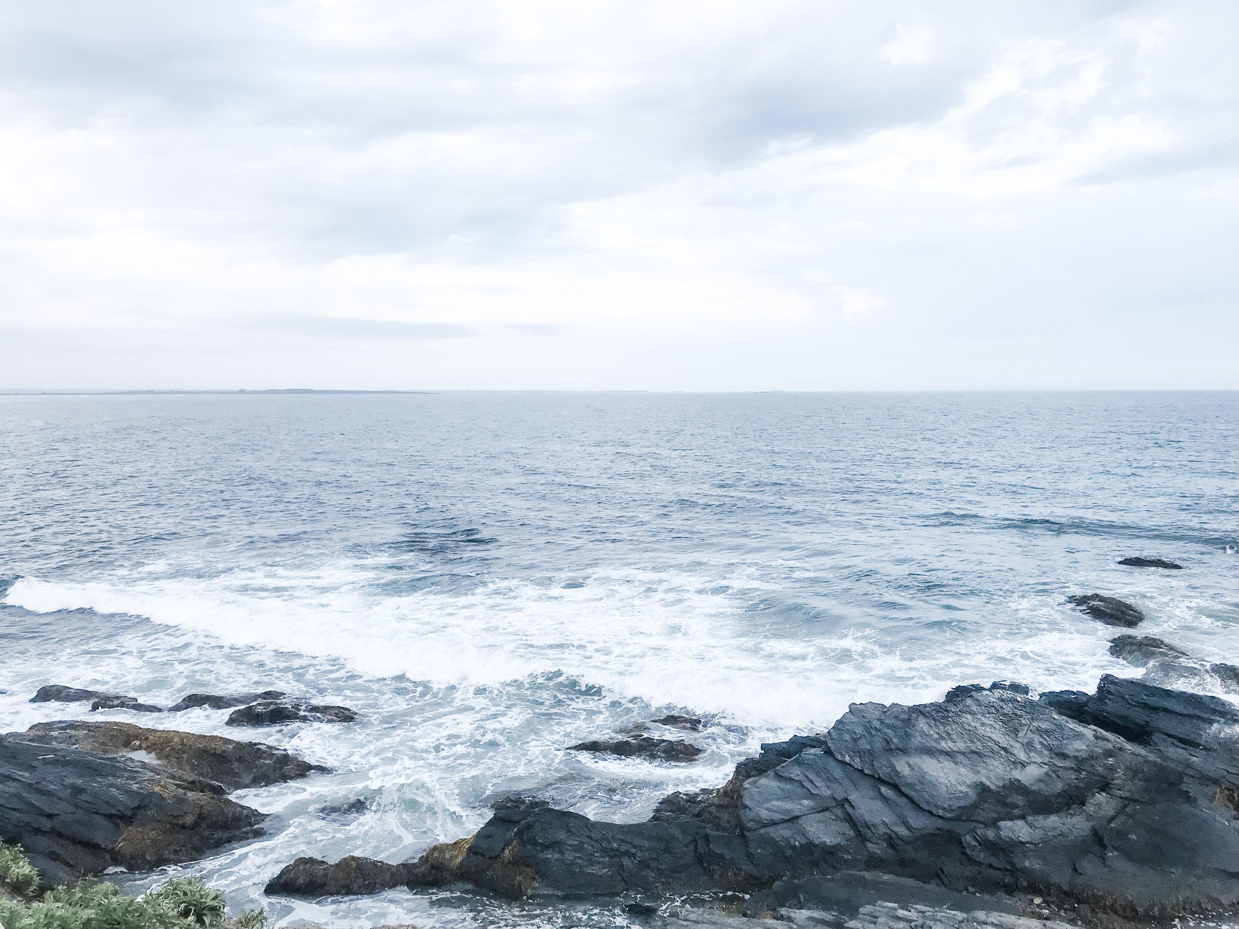 Cliff-walk-newport-rhode-island-three-hellos.jpg