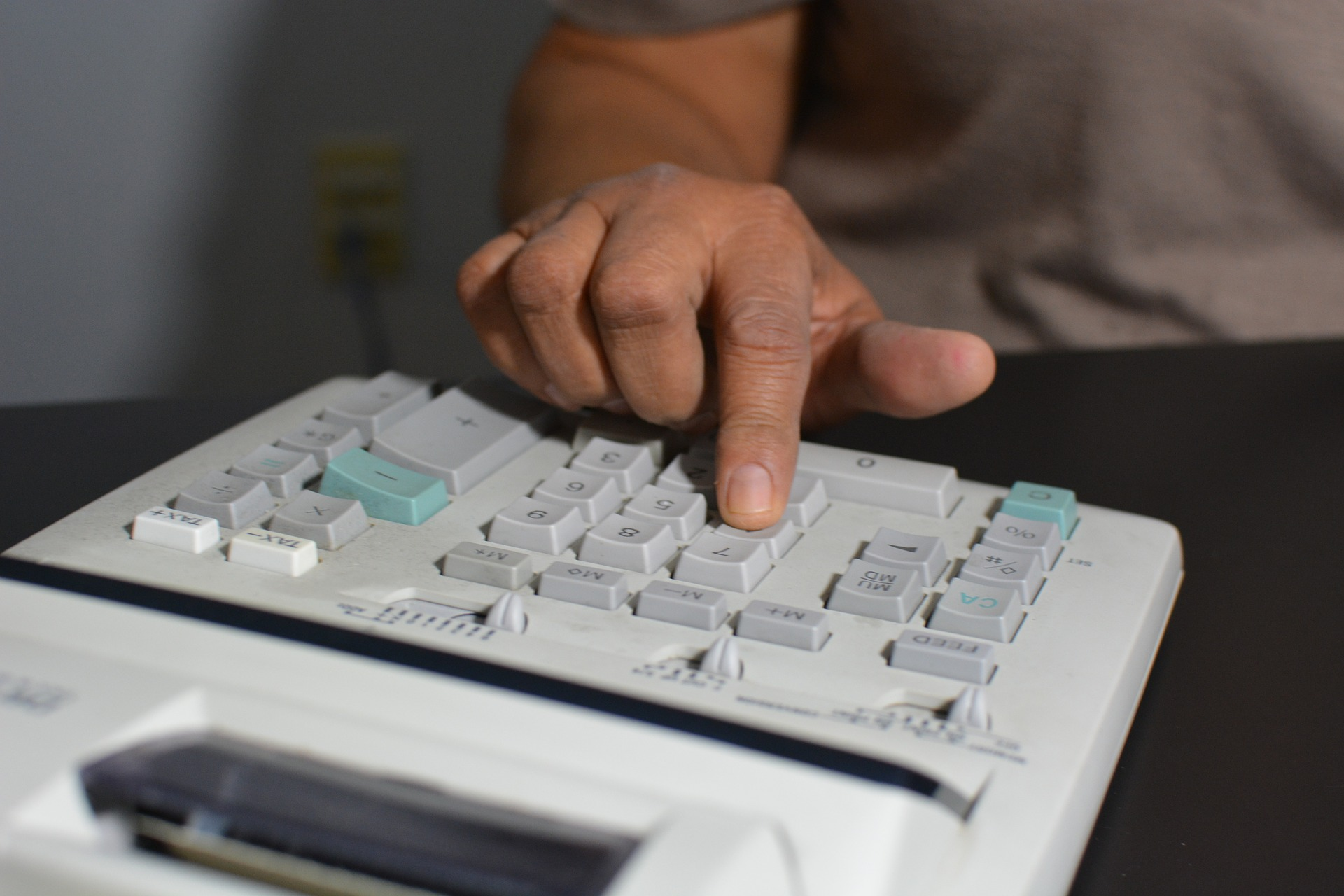 accounting-806393_1920.jpg
