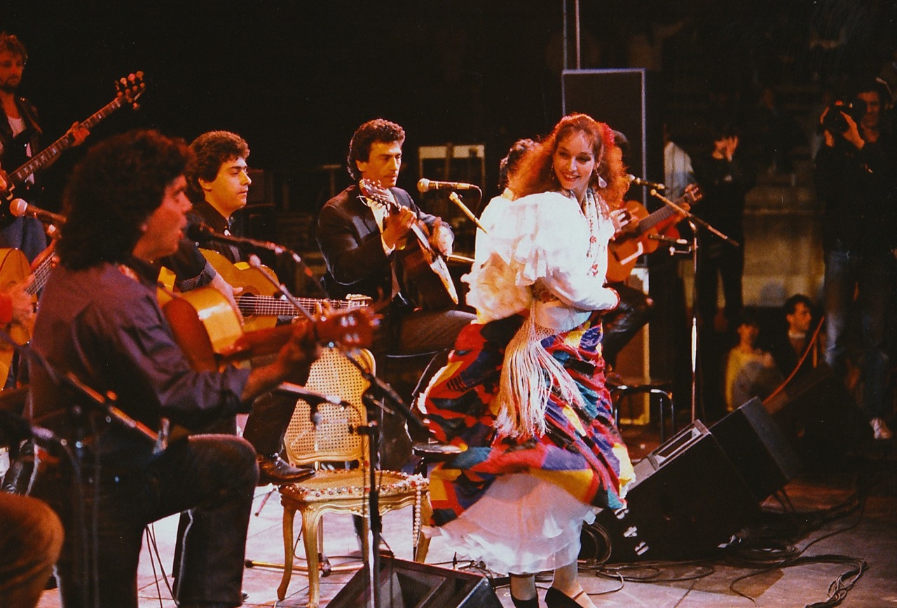 """Click here to watch the Gipsy Kings and Nina Corti, performing at """"Les Arènes de Nîmes"""" France"""