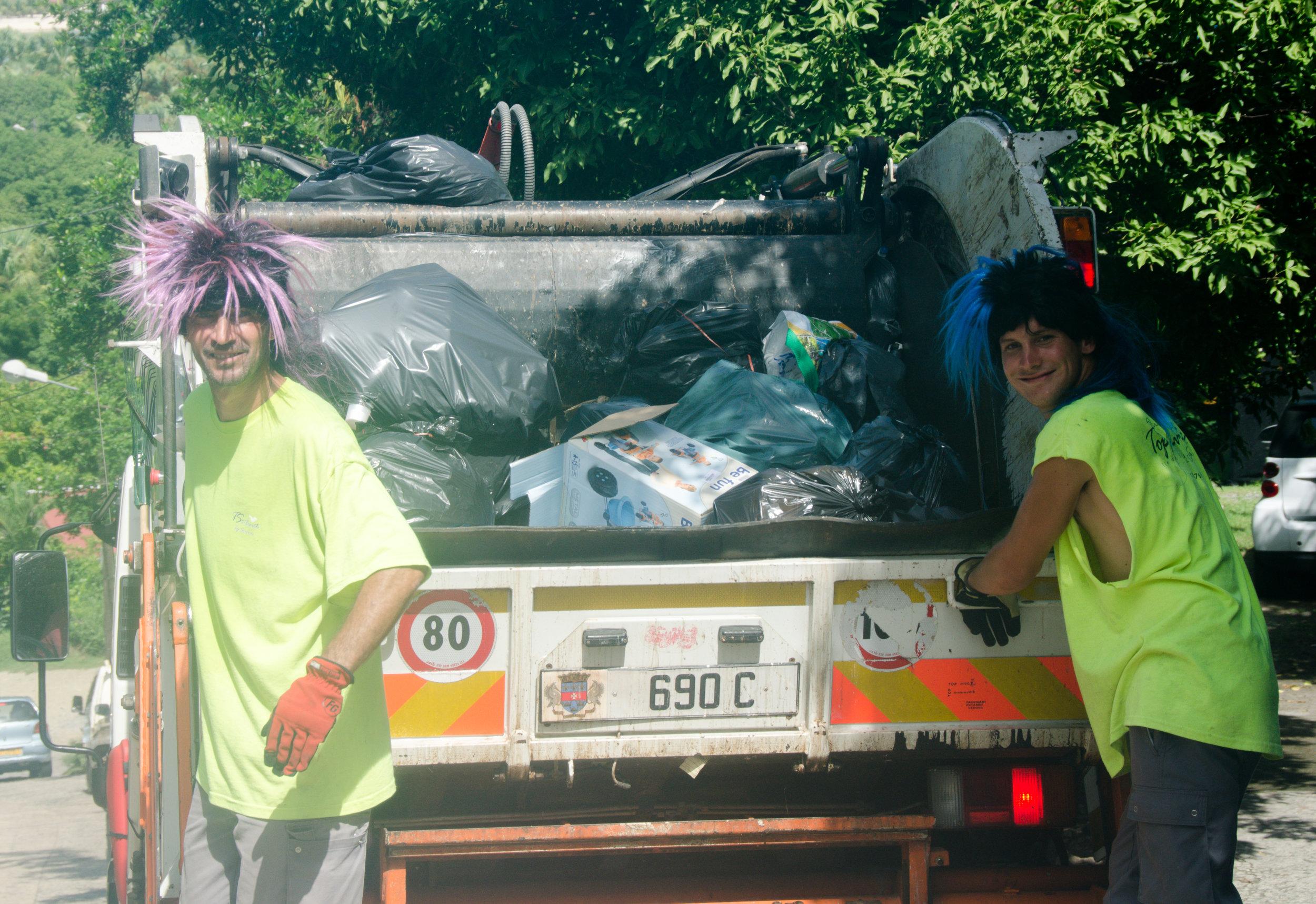 Trash Collectors / Ramasseurs d'Ordures - Aug / août 2011