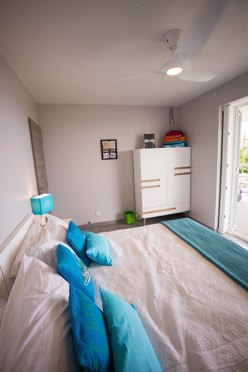 Second Bedroom, Side View / Chambre 2, Vue Latérale