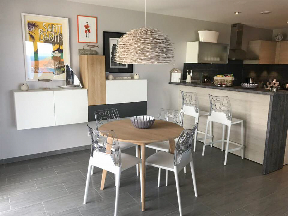 Dining Area & Kitchen View