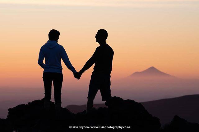Distant horizons can't separate eternal bonds! @lissa.photography . . . @purenewzealand #nzmustdo #amazingearth #earthpix #nikonnz #beyondthelands #makeithomenz #trampingnz #realmiddleearth #discovernz #wildernessculture #depthsofearth #bestnewzealand #newzealandguide #letsgosomewhere #wonderful_places #special_shots #whatchthisinstagood #lovethewild #lifeofadventure #welivetoexplore #beautifuldestinations #mynikonlife #theoutdoorfolk #ourplanetdaily #openmyworld #visualsofearth