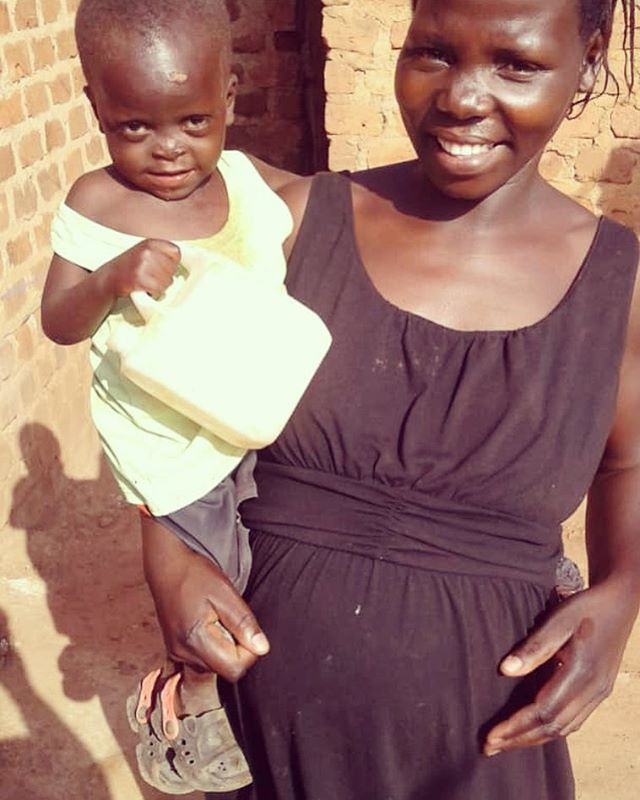 Went to visit Dan today and his momma is almost ready to pop! She is praying for a baby girl 👶🏾🎀 We'd love to get her a few things to prepare for the new addition (baby blanket, clothes, swaddling sheets). Head over to suubihouse.org/donate if you want to help! Leave a message in the comments for Momma Dan ❤️