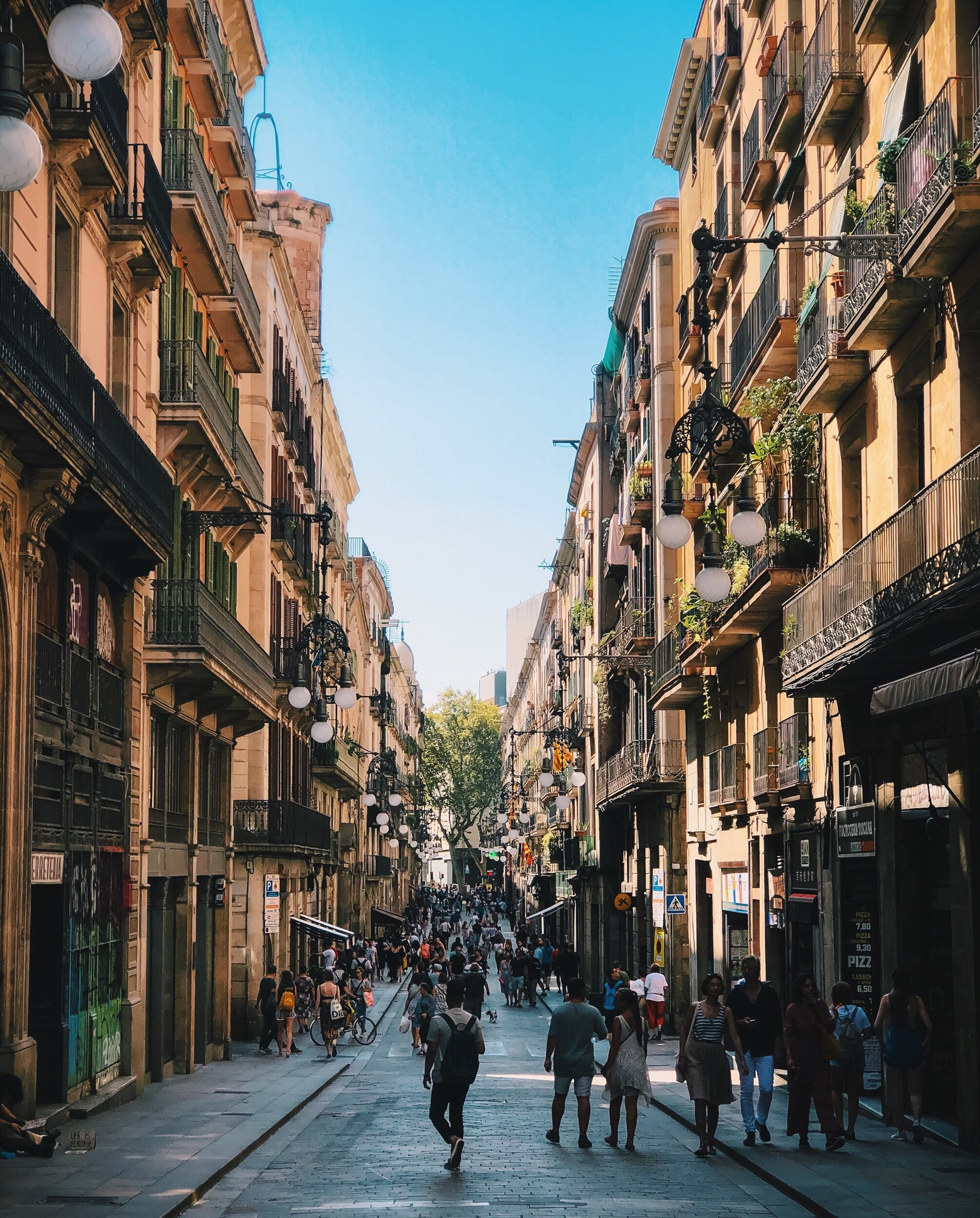 A photo from my first day of classes last week, fall in Barcelona looks a lot different than any other place we've lived in. The knowledge depression is approaching makes the transition from vibrant summer to the beautiful decay of autumn bittersweet.