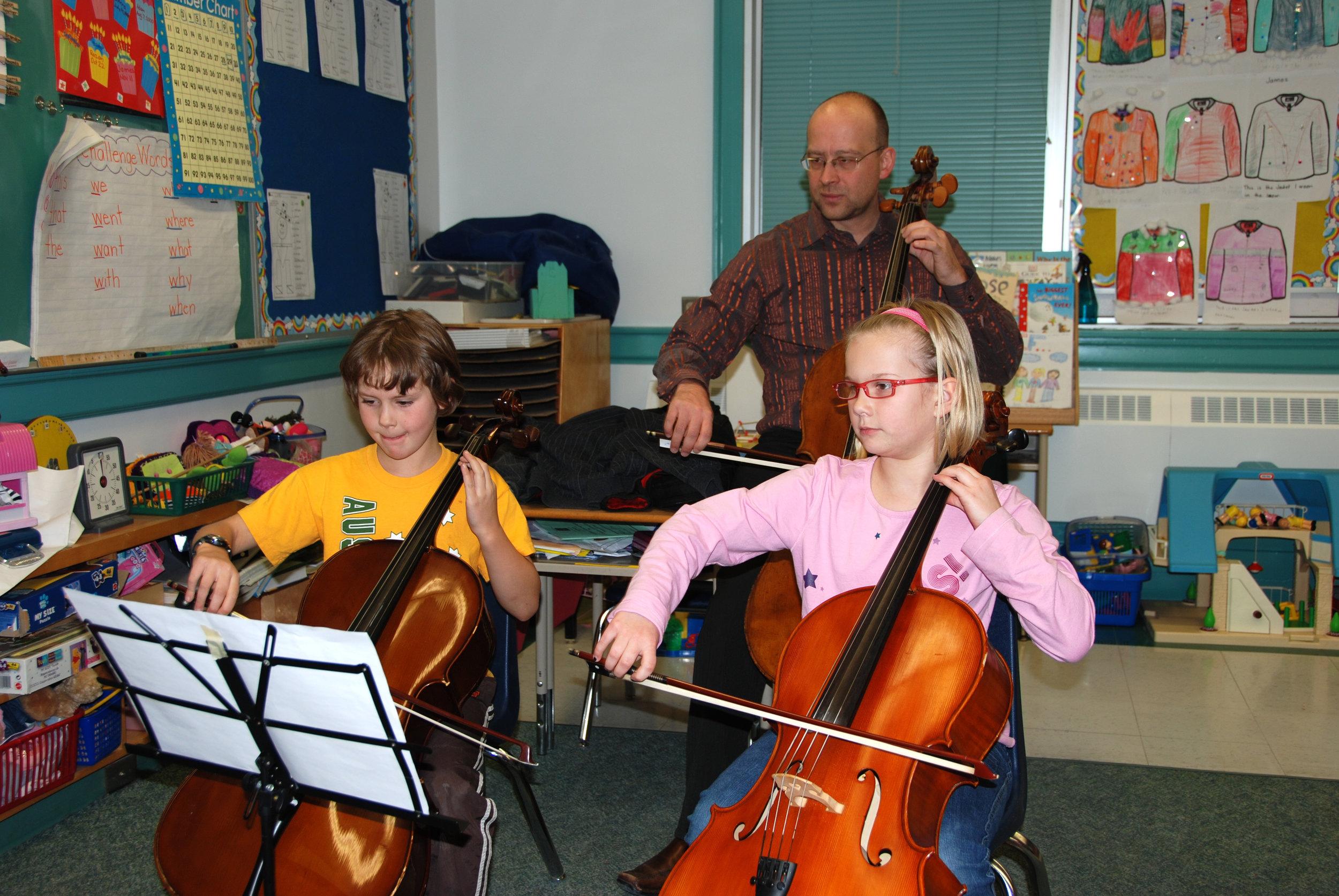 Suzuki Niagara Cello Group