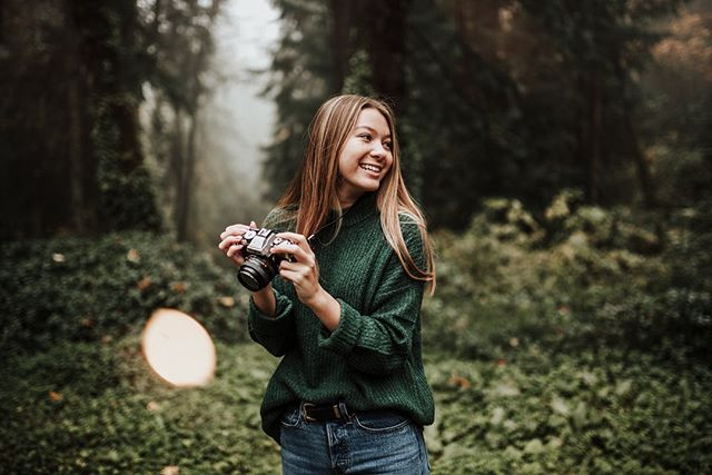 📷✨🍁 If you're looking for some quick PNW fall vibe-y senior pics, I still have a few slots available for my November 2nd mini sessions! These are perfect for someone that loves fall and only wants a short session! Sessions are $200+ WA State sales tax. Click the link in bio for full info and to book! 🍁✨📷 • Also available for family photos, head shots and pet photos! • Beauty: @brynnpsmith