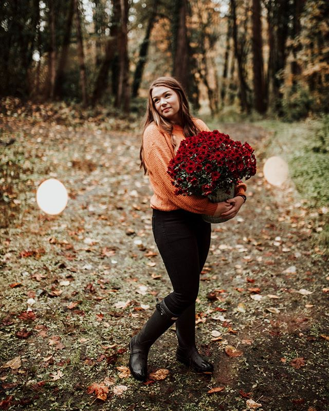 My holiday minis are almost sold out now, but these lovely fall minis on November 2nd still have openings! Sessions will be held at Wildwood Park in Puyallup and run $200+ WA State sales tax! Visit to link in bio for more details and to book! 🍁⠀⠀⠀⠀⠀⠀⠀⠀⠀ •⠀⠀⠀⠀⠀⠀⠀⠀⠀ Beauty: @ryleev_73