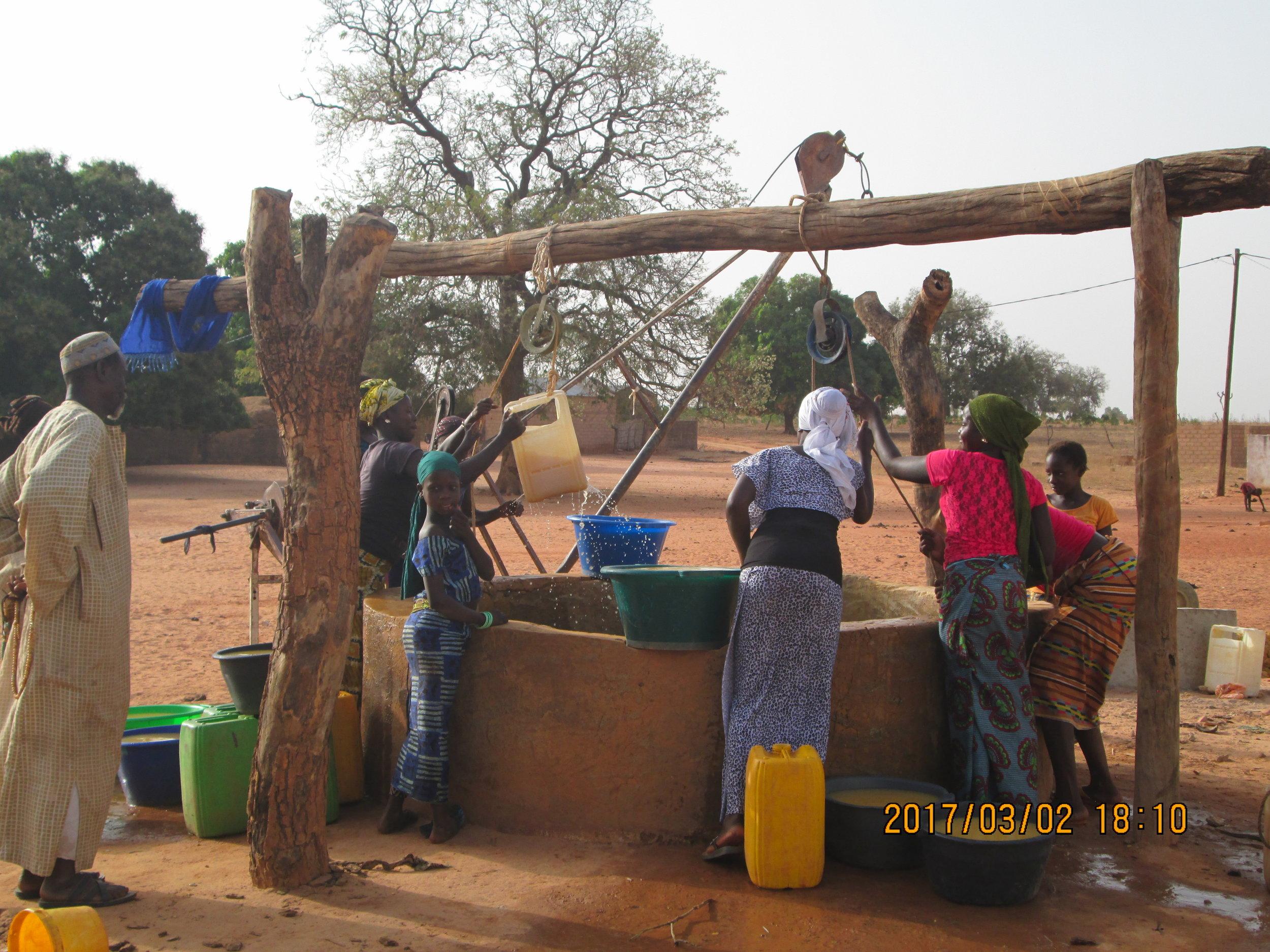 Women fetching water.JPG