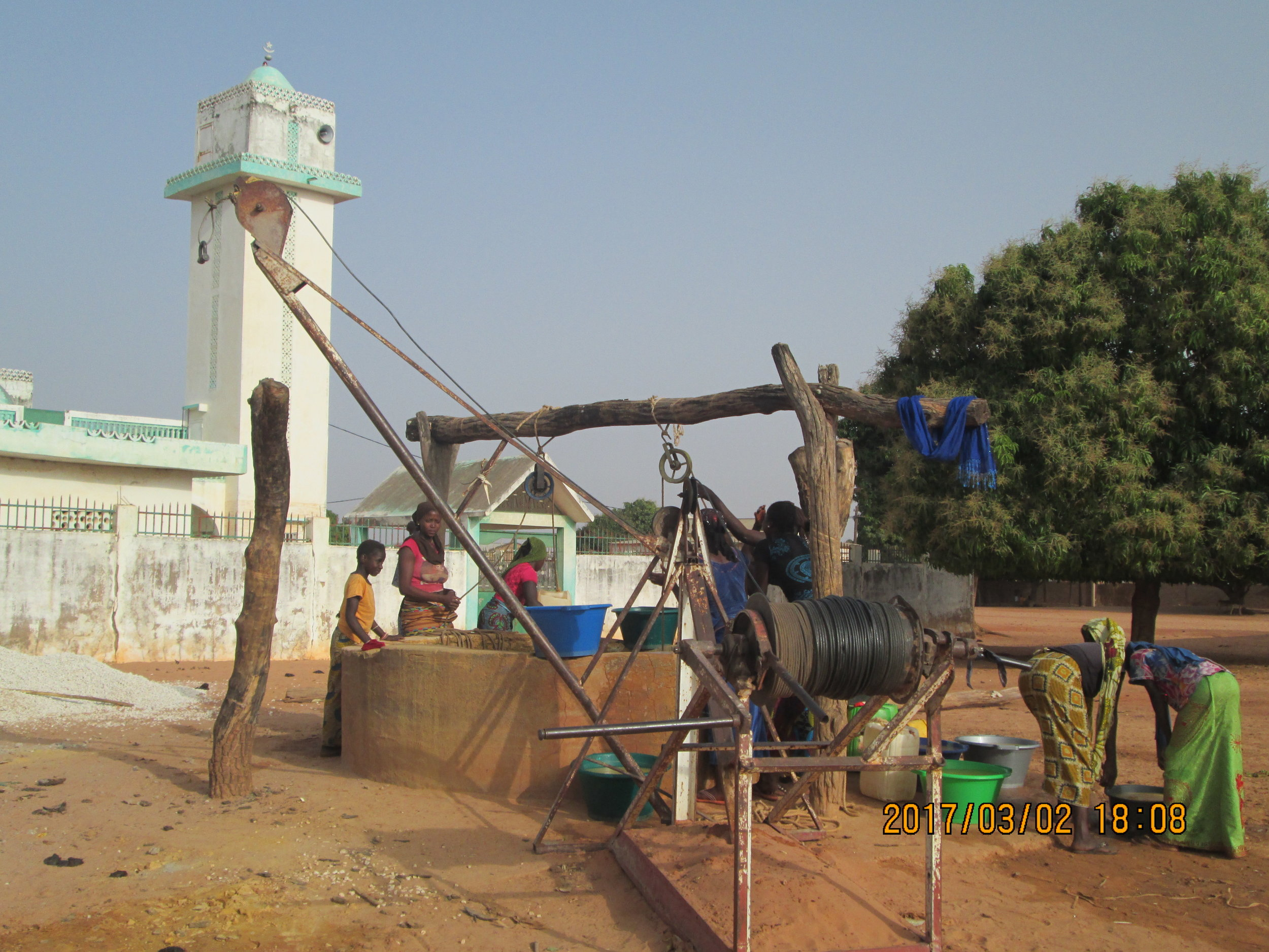 Equipment to extract the clay.JPG